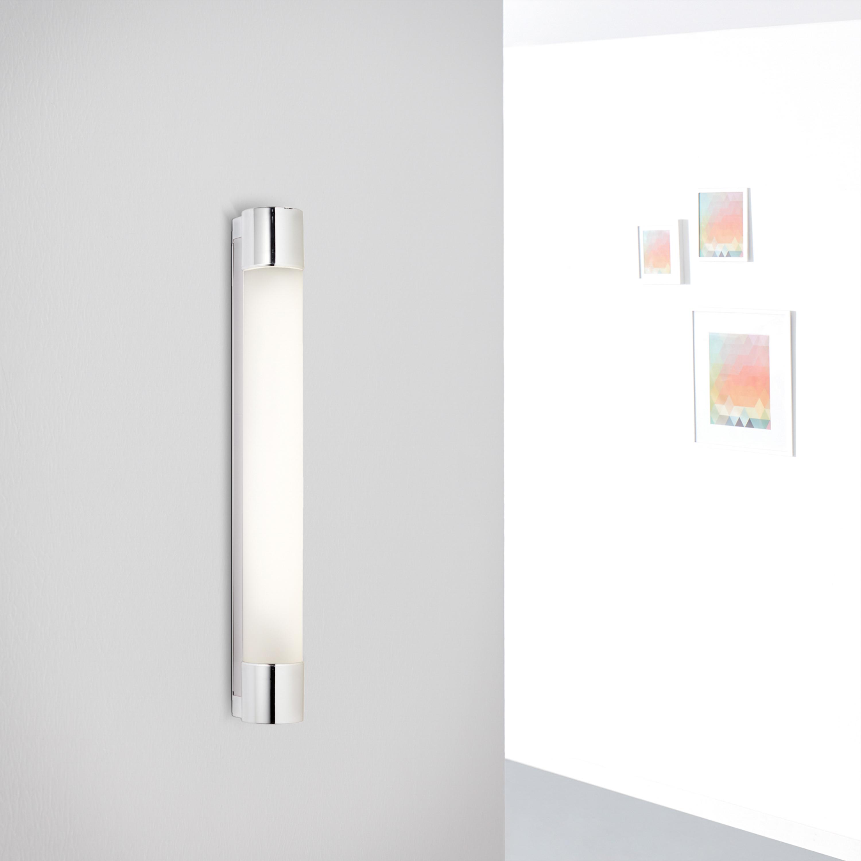 LED Spiegel Wandleuchte mit Steckdose, 20 Watt, 20 Lumen, 20 Kelvin aus  Metall / Glas in weiß / chrom