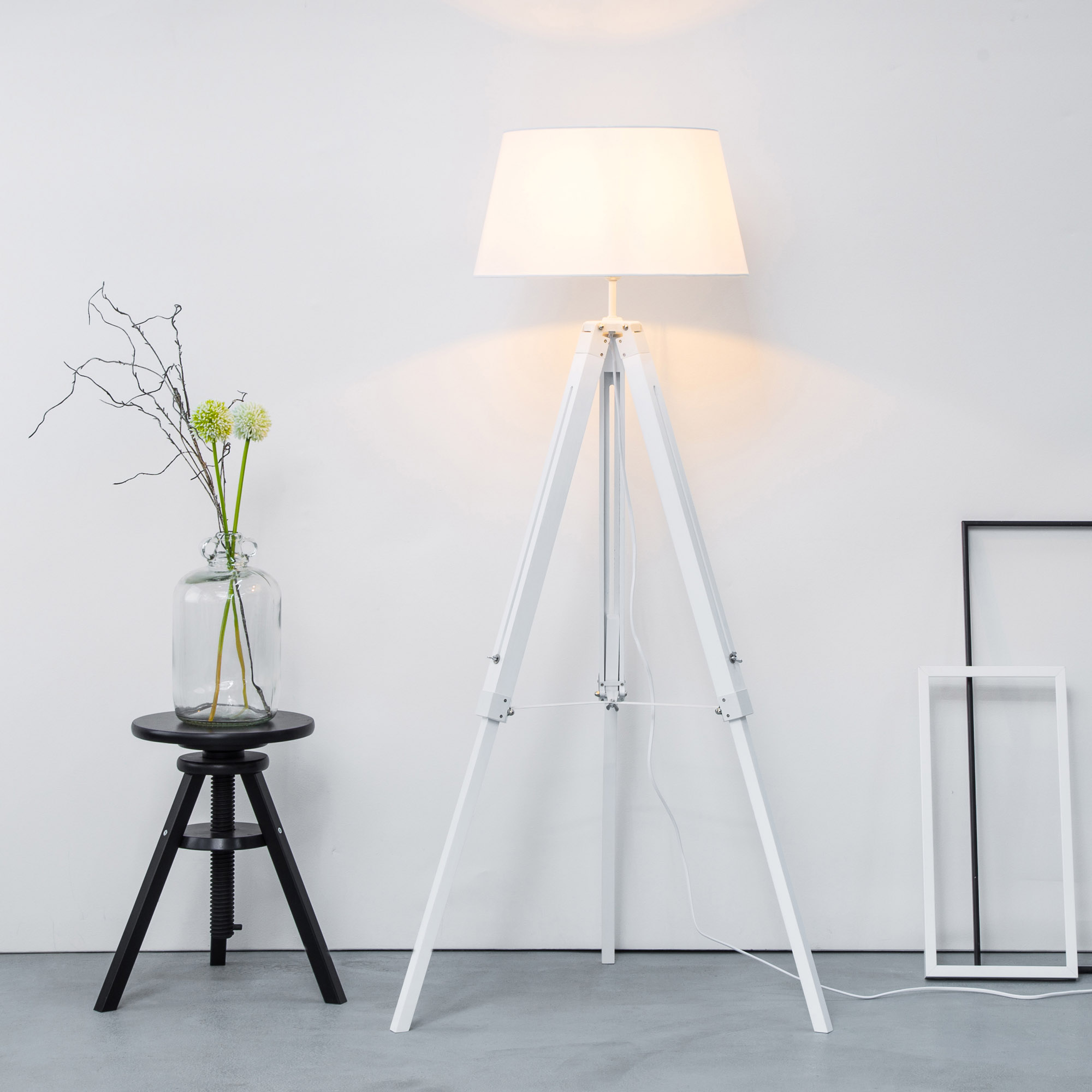 stativ stehleuchte mit textilschirm tripod dreibein aus holz h 145 cm 45 cm 1x e27 max. Black Bedroom Furniture Sets. Home Design Ideas